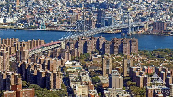 This photo shows one of the many bridges crossing the East River from Manhattan into Brooklyn.