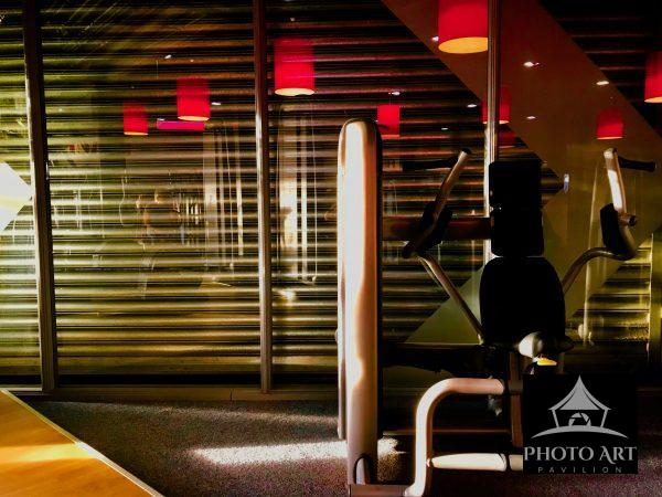 Fitness device with reflections of lamps.