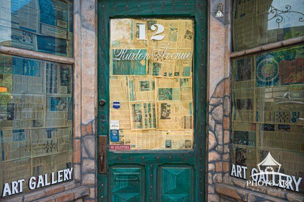 An abandoned art gallery in the small town of Manitou Springs makes it clear that visitors are here