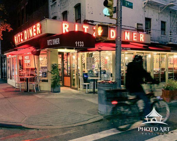 New York City is known for its 24-hour diners, from dawn to dusk and throughout the night, eateries